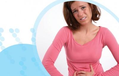 אישה וכאב בטן