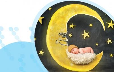 תינוק ישן עם ירח