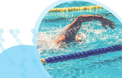 איש שוחה בבריכה